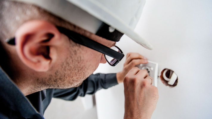 3 Tips to Help You Choose an Electrical Contractor