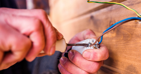 4 Tips For Finding a Good Electrician After a Move